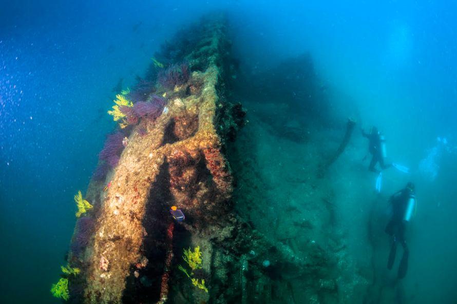 5. Buzos inspeccionando el submarino norteamericano. Registro Fotográfico AlfredoMartinez - Roberto Junco - SAS-INAH.