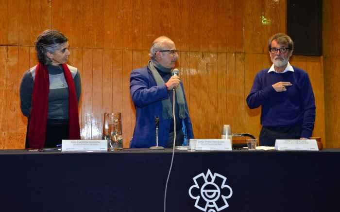 El titular del INAH, Diego Prieto, dio posesión del cargo, y conminó a comprometerse de forma organizada, crítica y abierta, en las transformaciones que requiere el plantel.Foto Melitón Tapia INAH