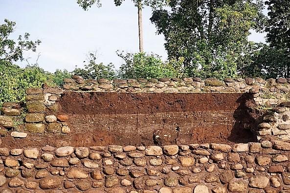 Cédula 4-4 (1). Detalle de los rellenos y firmes de arcilla de la estructura 125-B-Foto Arqueólogo Alejandro Uriarte Torres INAH